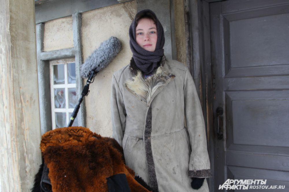 Аксинья по сюжету должна была выйти к Григорию с маленьким  ребёнком на руках, но из-за мороза решили малыша поберечь.
