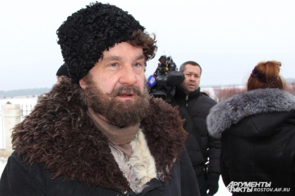 Народный артист России Сергей Маковецкий так вошёл в роль Пантелея, что хромал даже в те моменты, когда камера его не снимала.