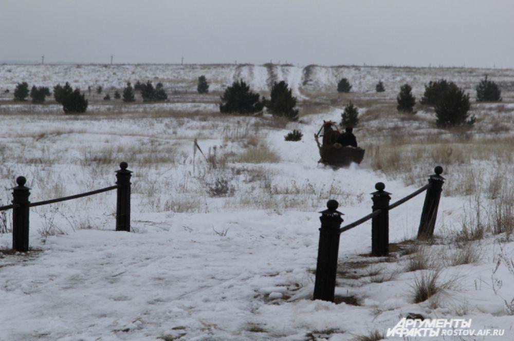 Пантелей приехал и уехал на санях. Маковецкий хоть и тренировался езде на лошадях, но на санной упряжке ездил впервые.