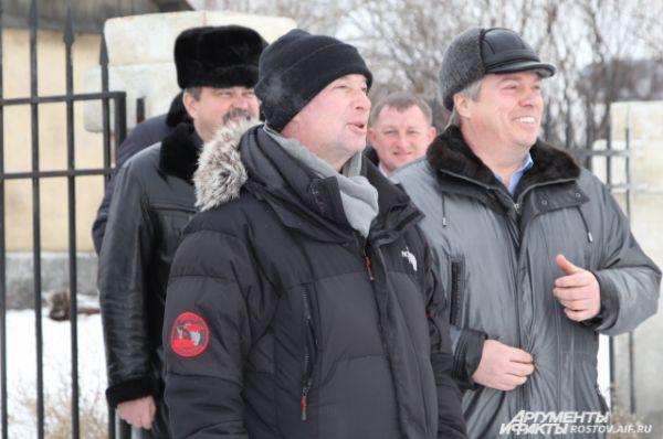 Сергей Урсуляк на площадке с губернатором Василием Голубевым.