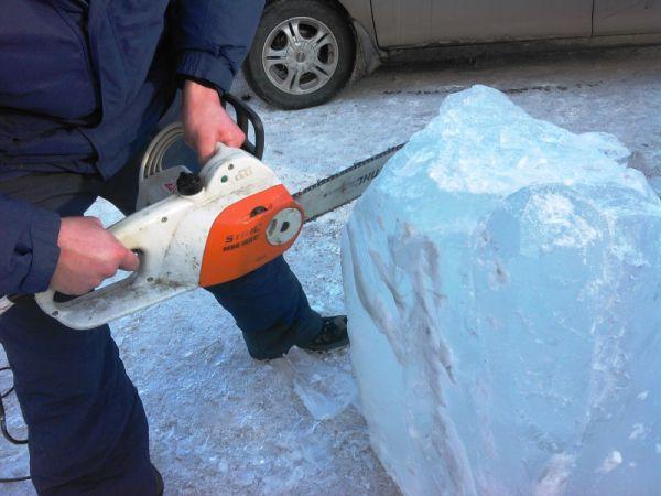 Ледовые скульптуры создавали своими руками пожарные Иркутской области