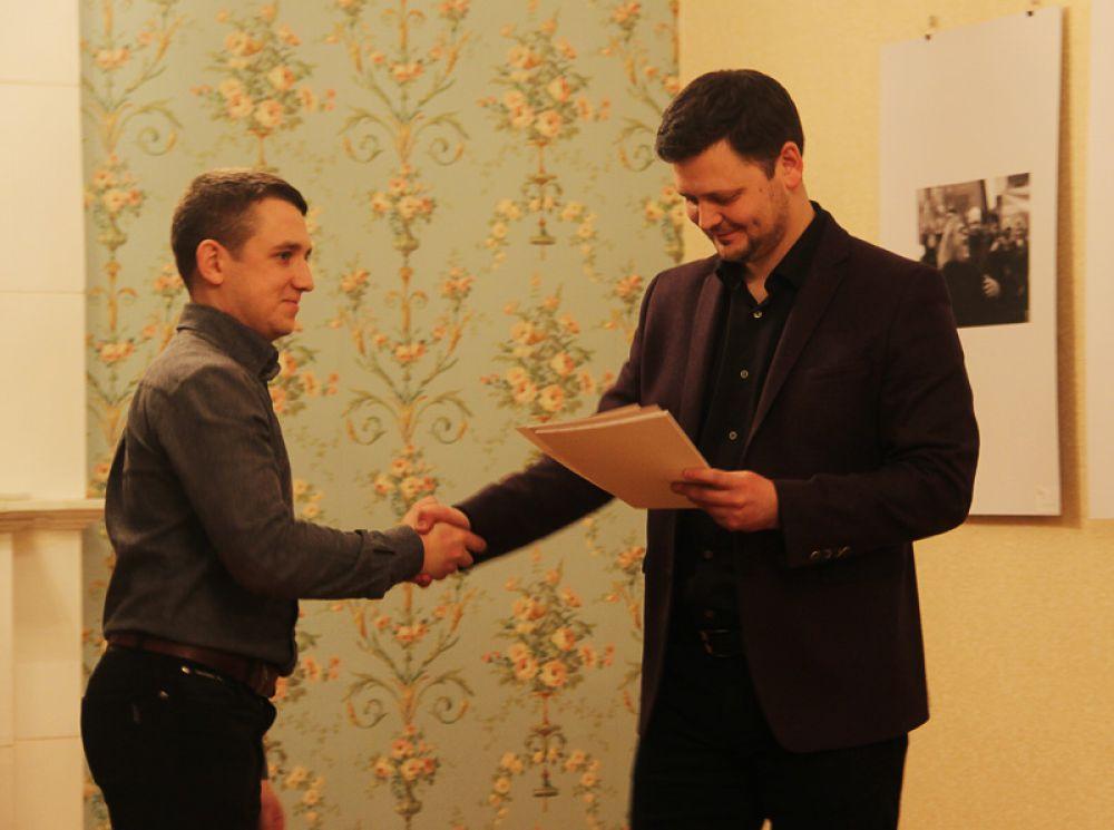 Первым делом, друг друга наградили дипломами организаторы выставки - Сергей Фролов и Кирилл Штемпель