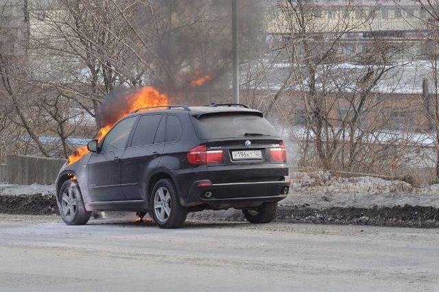 Горящий БМВ во Владивостоке