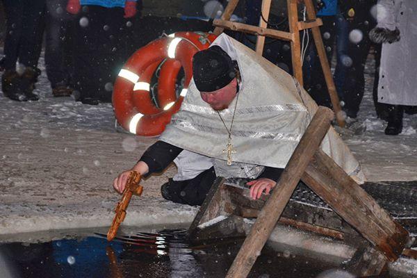 Обряд освящения крещенской воды в п. Авача.