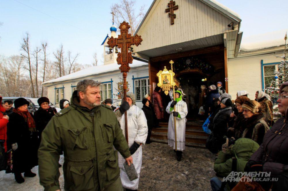 Крещенский ход традиционно начинается утром.