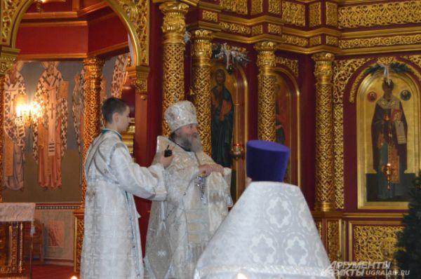 После Епископ Павел поздравил прихожан с праздником Крещения Господня.