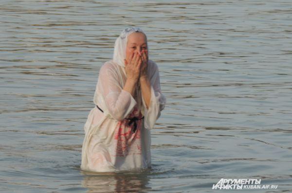 Многие в воду заходят постепенно.
