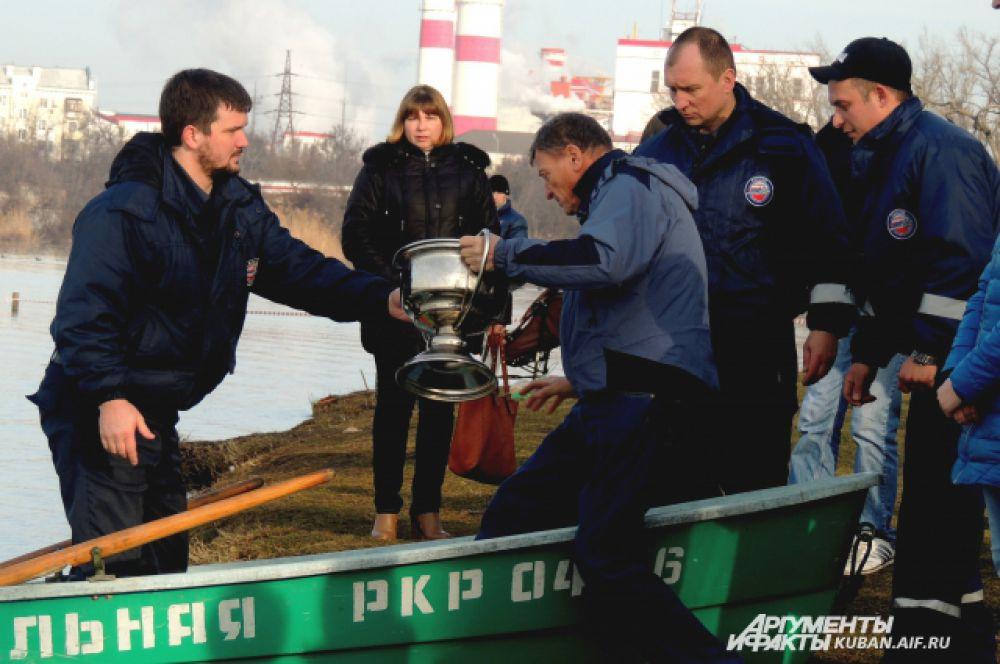Спасатели приступают к работе.