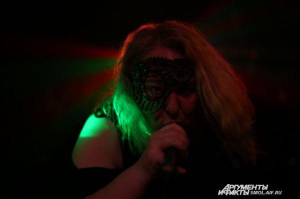 Гелла Бурзуменко – единственная в России вокалистка гранйндкоровской группы, чей вокал никого не оставляет равнодушным.