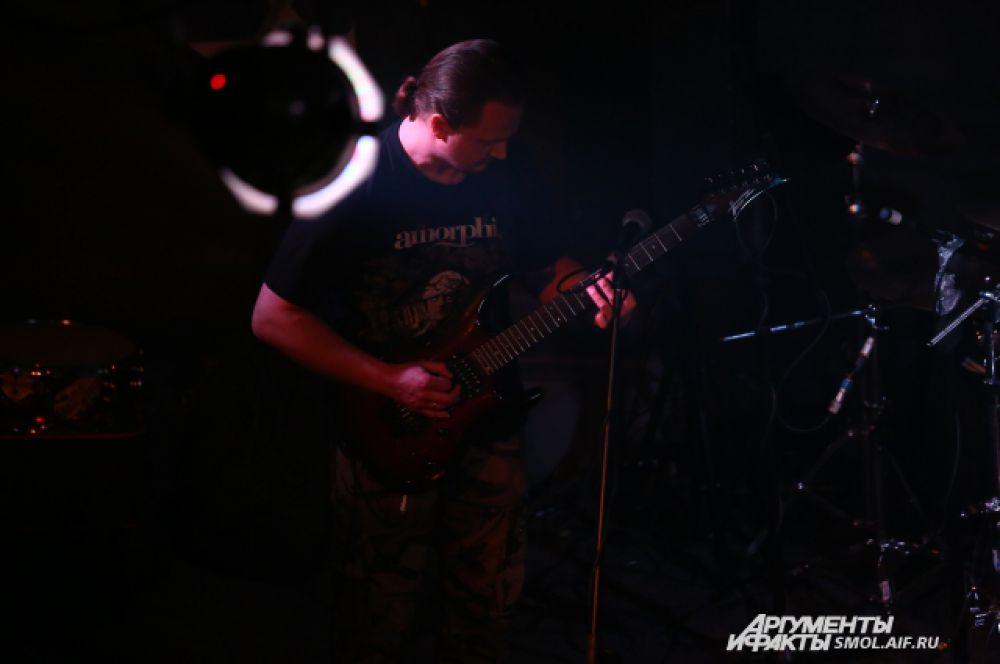 Все приезжие музыканты в один голос отмечают, что смоленский альтернативный – один из лучших рок-клубов в ЦФО. Во многих городах площадок для выступления рок-групп вообще нет.