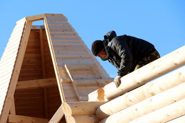 Для изготовления стенового комплекта потребовалось более 53 кубических метров сосновой древесины.