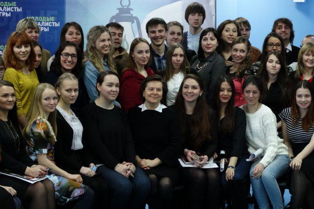 Молодые журналисты Югры во время встречи с губернатором Натальей Комаровой 12 января.