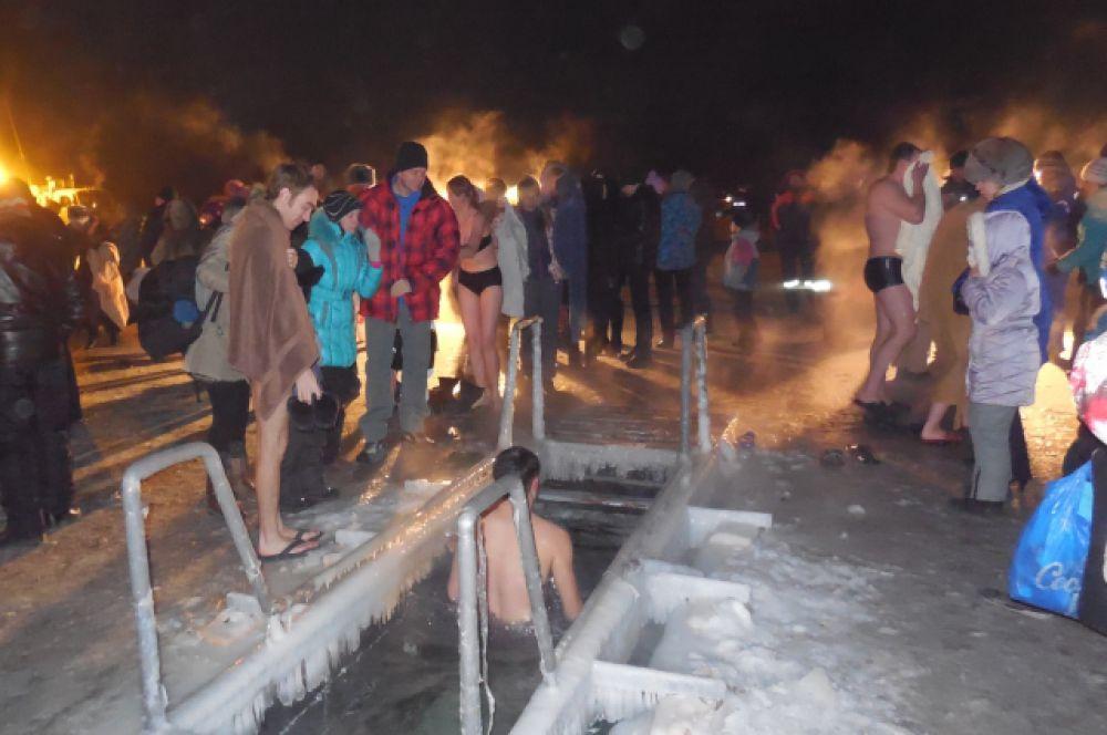 По некоторым подсчётам, более 15 тысяч забайкальцев приняли участие в крещенских купаниях.