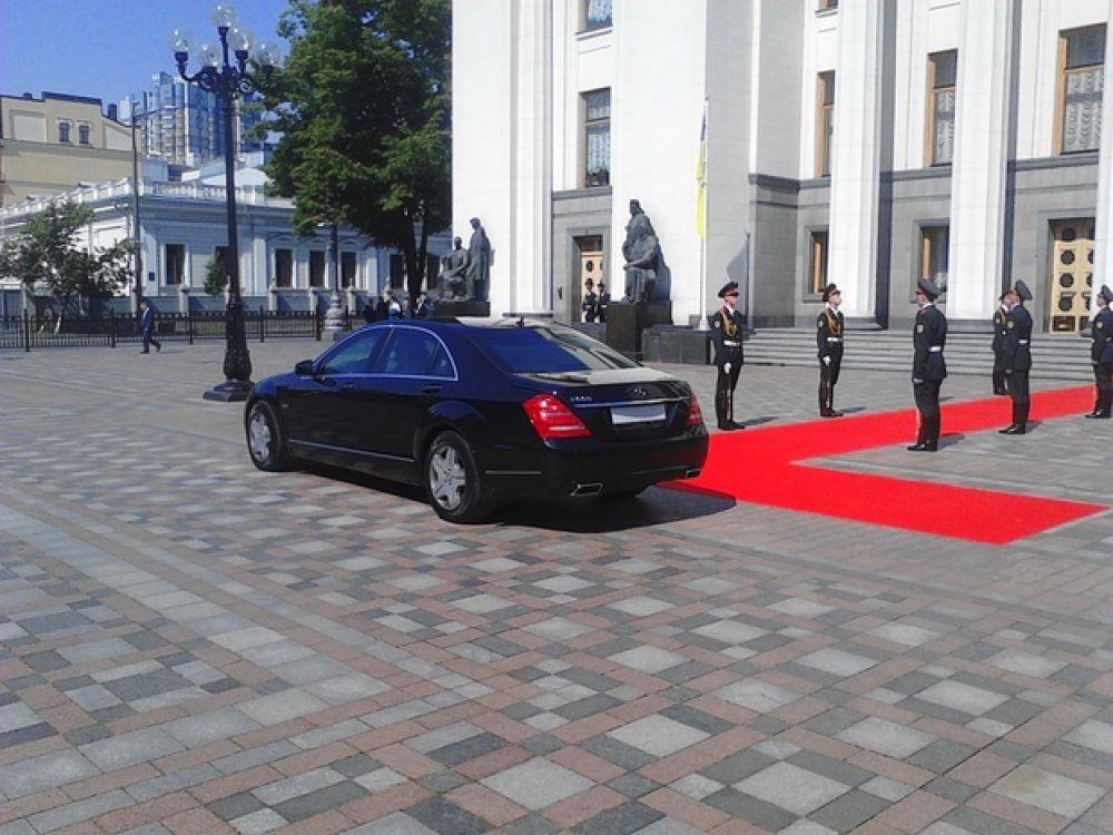 Петр Порошенко – Mercedes S 600