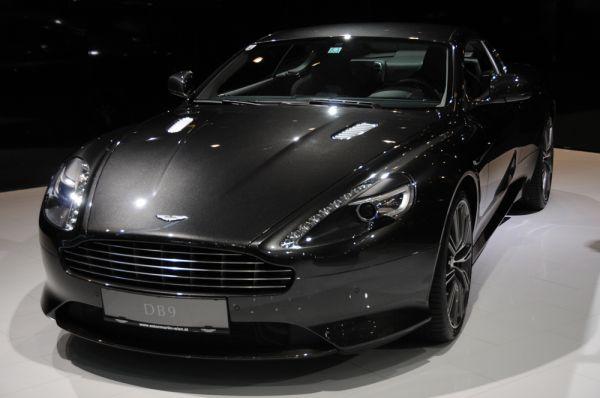 6. Константин Павлов – Aston Martin DB9 за 13,5 млн. рублей. Это тот случай, когда об автомобиле знаешь больше, чем о его владельце. Многие даже подкованные в футболе болельщики вынуждены залезть в справочники. На самом деле так зовут 15-летнего голкипера одной из молодежных команд «Зенита». А прославился он тем, что разбил свой новенький Aston Martin DB9 стоимостью до 13,5 миллионов рублей. Утверждается, что подросток купил авто на кровью и потом заработанные деньги.