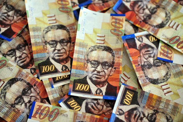 Министр финансов Израиля заслужил кличку «у меня нет». Зато нацвалюту удержали от краха.
