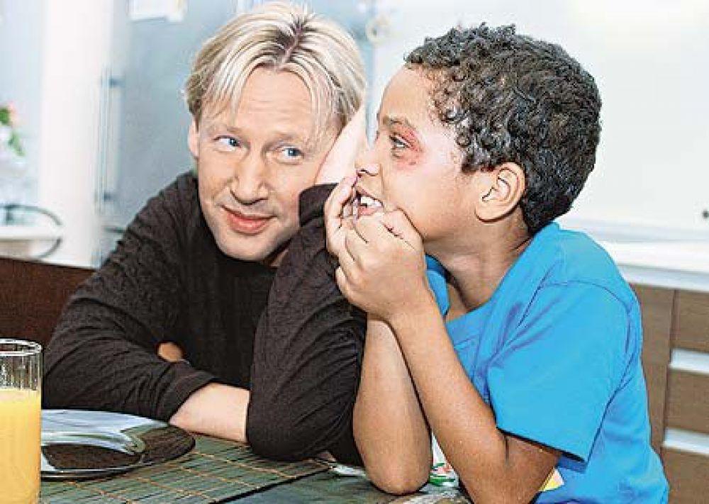 Талантливого хирурга, усыновляющего ребенка погибшей в аварии возлюбленной, Харатьян сыграл в фильме «Инфант» в 2006 году.