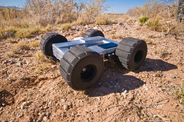 Компания Boston Dynamics часто удивляет своими продуктами. Сегодня эта компания совместно с американской лабораторией Sandia, проектирует новое поколение роботов-разведчиков (Precision Urban Hopper), которые смогут перепрыгивать через высокие заборы. Это небольшой четырехколесный робот, который может автономно двигаться с помощью GPS-навигации, и что важно – прыгать через заборы высотой более 7 метров (25 футов), а затем продолжать путь за забором.
