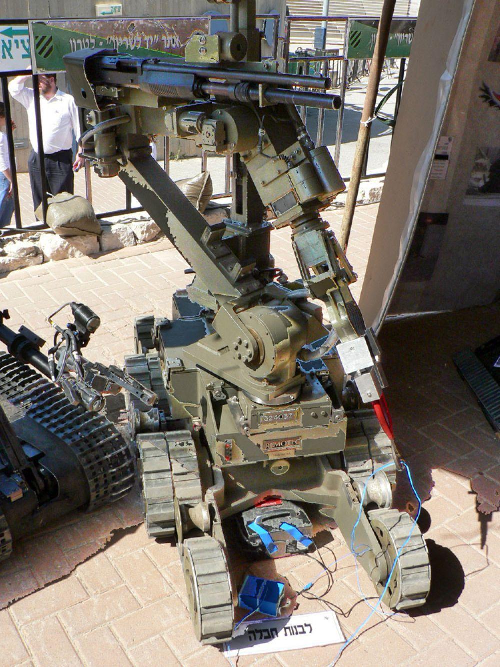 MarkV-A1 — специальная боевая телеуправляемая система. Создан компанией Northrop Grumman Corporation, (США). По утверждению производителя робот предназначен для разминирования. MarkV весит 320кг. В общей сложности, MarkV-A1 имеет четыре цветных видеокамеры. Робот может вооружаться водяной пушкой с высоким давлением воды для нейтрализации бомбы, или, если это необходимо, дробовиком.