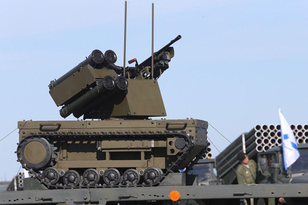 Российский ударный боевой роботизированный комплекс «Платформа-М». Предназначен для разведки и уничтожения подвижных и стационарных целей, обеспечения огневой поддержки и охраны стратегических объектов.