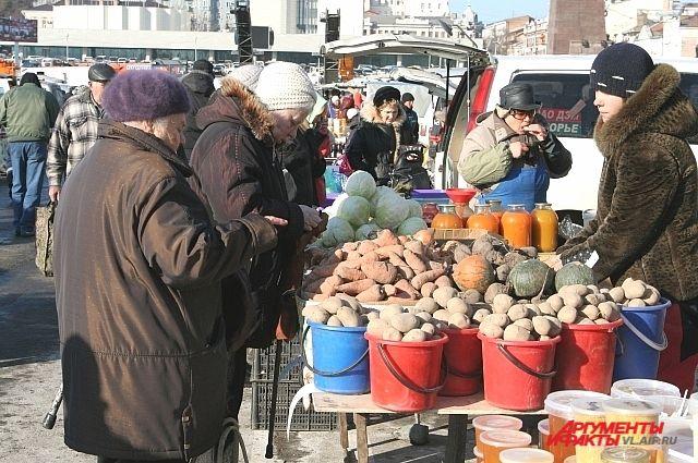 На рынках в Приморье можно купить продукты местных производителей.