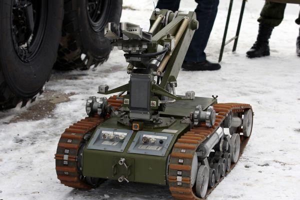 МРК-46 – Мобильный робот, используется в комплексе радиобиохимической разведки. Управляется дистанционно с расстояния до 2000 м.