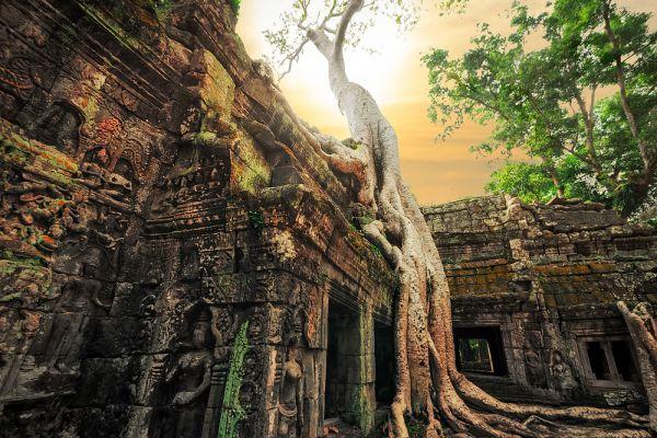 Долгие годы оставалось загадкой, каким образом так быстро были сооружены гигантские храмы комплекса.