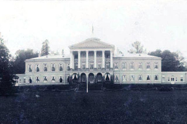 Ропшинский дворец в начале XX века.