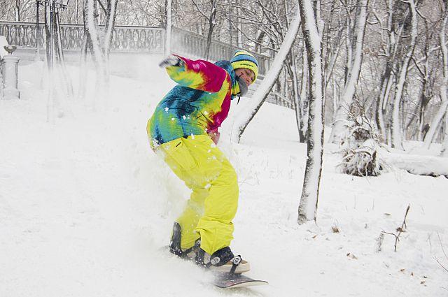 На выходных во Владивостоке есть где прокатиться на сноуборде.