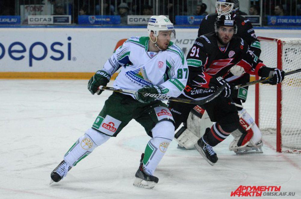 «Авангард» проиграл уфимскому «Салавату Юлаеву» на домашнем льду.