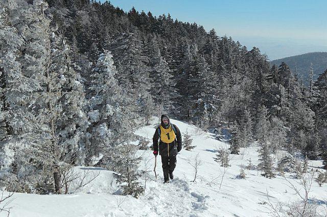 Подняться в гору - уже трудно, а зимой и по пересечённой местности - серьёзное испытание.