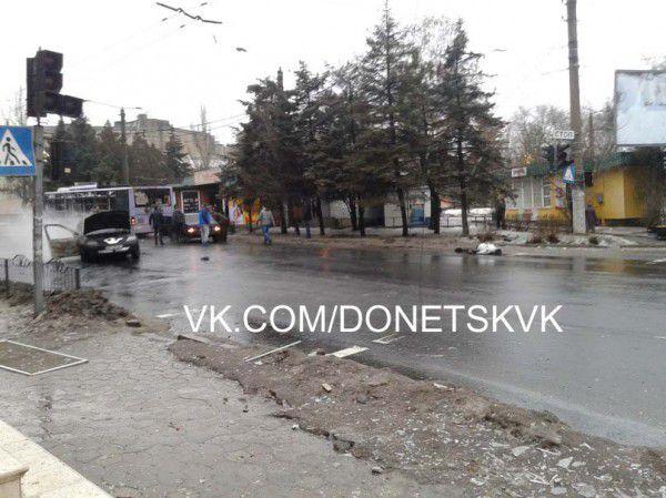 В Донецке на трамвайной остановке разорвался снаряд