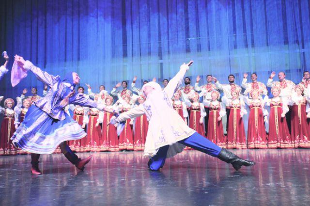 В постановке танцоры будут петь, а вокалисты - танцевать.