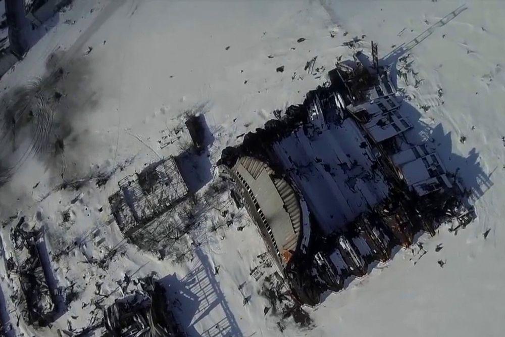 Боевые действия в районе аэропорта активизировались 18 января, когда представители СНБО Украины заявили о принятии решения начала массированной операции по возвращению старого терминала воздушной гавани, занятого ополченцами.
