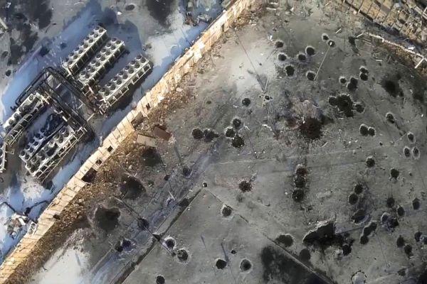 По некоторым данным, в ходе штурма под завалами аэропорта погибло 60 силовиков.