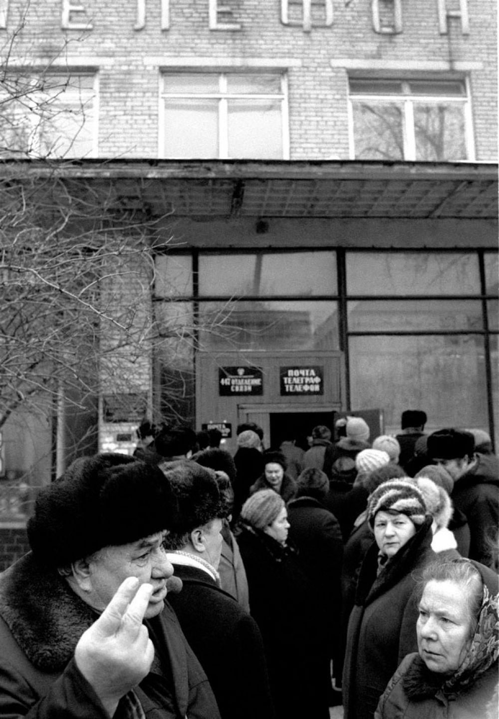 Инициатором конфискационной денежной реформы был министр финансов СССР Валентин Павлов, который еще летом 1990 г. секретной запиской довел до сведения президента СССР Михаила Горбачева и председателя Совета министров СССР Hиколая Рыжкова свои соображения в пользу обмена 50 и 100 рублевых купюр образца 1991 г. По его сведениям, крупнокупюрные советские денежные знаки в большом количестве сконцентрировались за рубежом и в руках теневого капитала.