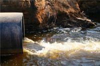 В Иртыш и Омь сливаются загрязненные сточные воды.