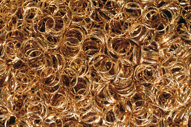 Омича подозревают в краже золотых украшений из ломбарда.