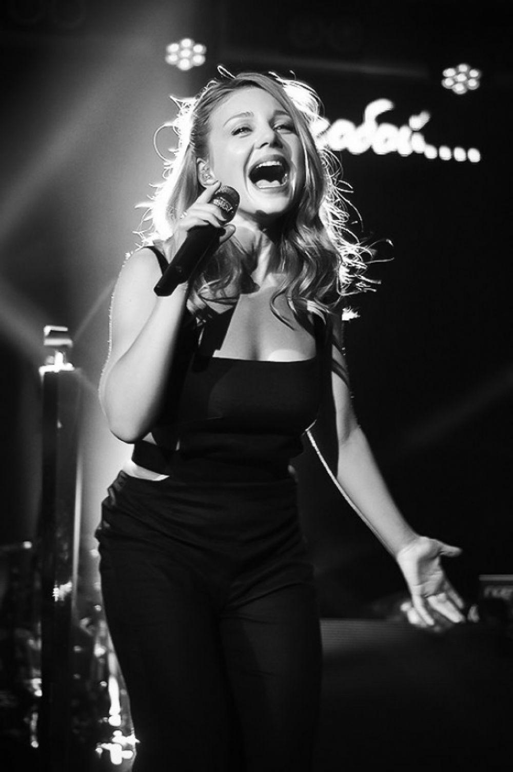 Тина Кароль в летнем концерте в ночном клубе Ibiza в Одессе (2014 г.)