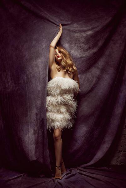 Тина Кароль в платье от Vera Wang снялась в промо-кампании в поддержку песни «Жизнь продолжается» (2013 г.)