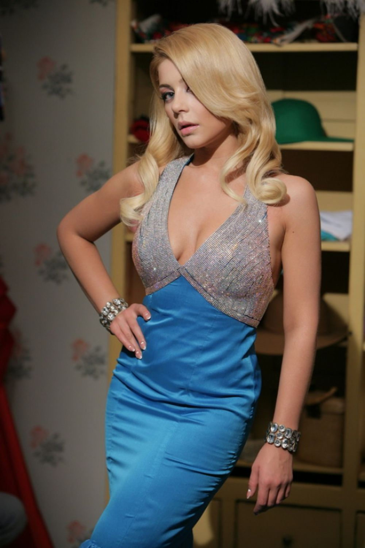 Тина Кароль в платье покроя «русалка»