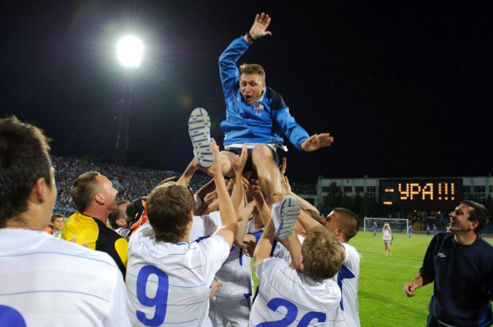 Выход в ФНЛ. В мае 2012 года «Ротор» вернулся в ФНЛ. До этого клуб полтора года играл в зоне «Юг» второго дивизиона. Весной 2012 года за два тура до конца турнира волгоградский клуб занял первое место в зоне и обеспечил себе повышение в классе.