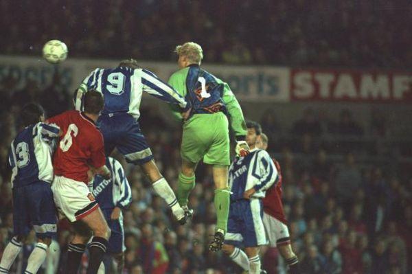 Матчи с «Манчестер Юнайтед». В сентябре 1995 года в рамках Кубка УЕФА «Ротор» дважды играл с будущим чемпионом Английской Премьер-лиги «Манчестер Юнайтед». Матч в Волгограде закончился нулевой ничьей. А вот в Манчестере счет был уже 2:2, что позволило волгоградскому клубу победить по сумме двух встреч.