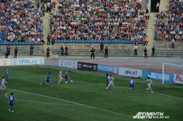 Последний матч на Центральном стадионе. Последний матч в истории Центрального стадиона закончился победой «Ротора». Волгоградский футбольный клуб одолел красноярский «Енисей» со счетом 1:0. Трибуны были заполнены практически полностью: на матче присутствовало 13 100 зрителей.