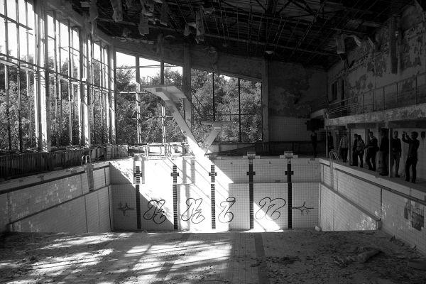 Бассейн в Припяти, оставленный после чернобыльской катастрофы.