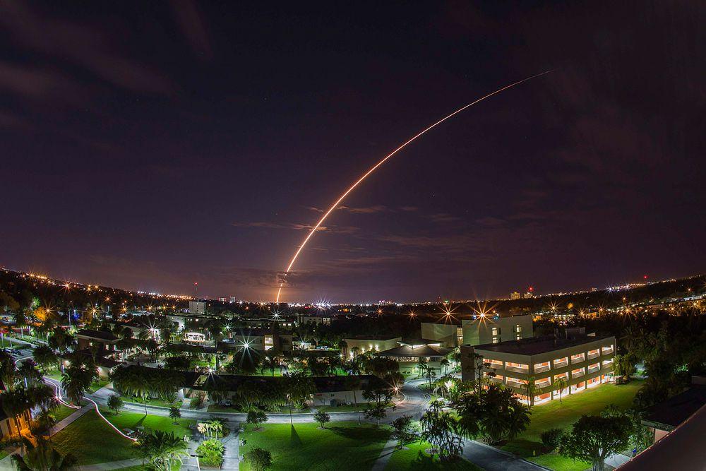 20 января. Старт ракеты-носителя «Атлас V» с мыса Канаверал со спутником связи нового поколения.