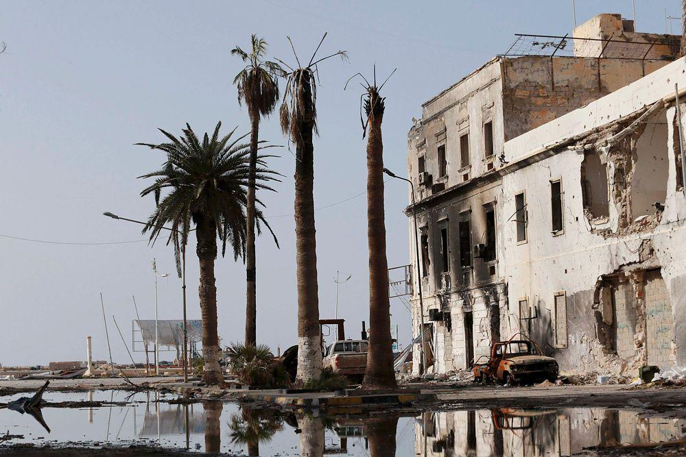21 января. Бенгази после столкновений между правительственными войсками и повстанцами, которые ранее сражались с режимом Каддафи. С недавних пор повстанцы объединились с исламистской группировкой «Ансар аль-шариат».