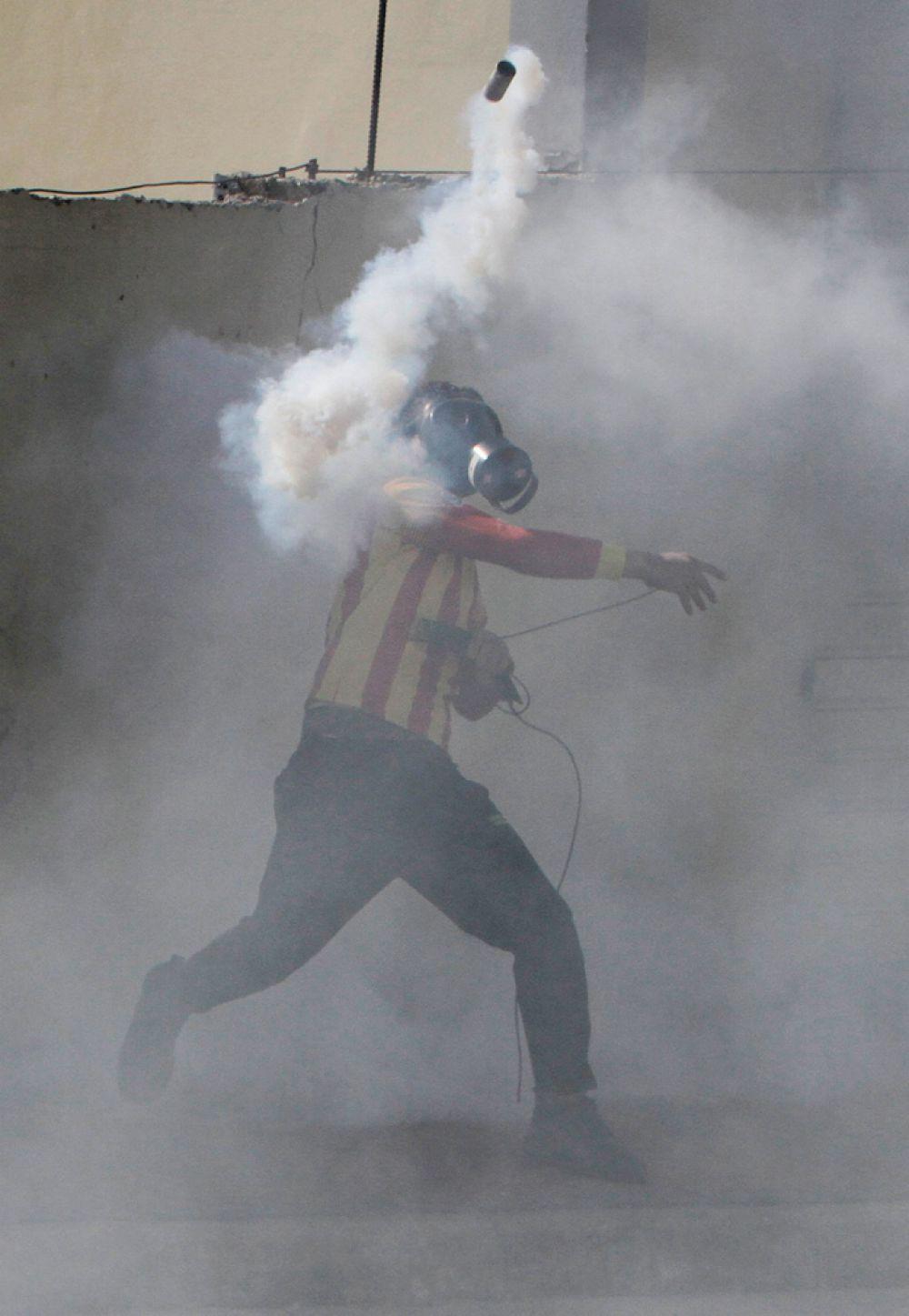 23 января. Палестинский демонстрант в столкновениях с израильскими войсками.