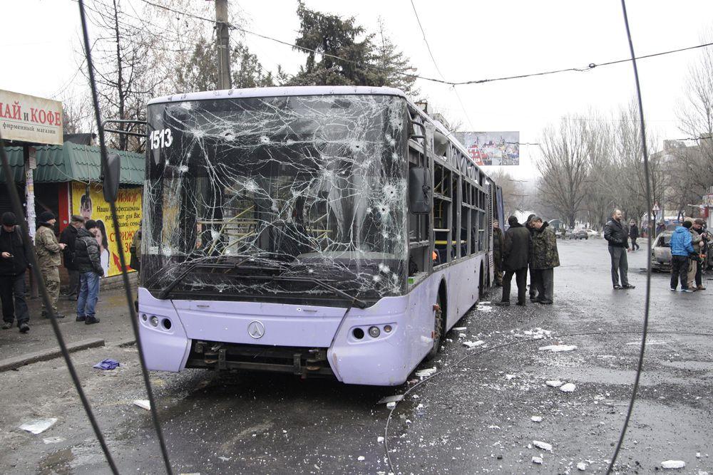 22 января. Тролейбус, обстрелянный на остановке общественного транспорта в Ленинском районе Донецка.