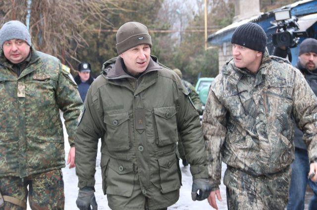 Вячеслав Аброськин (по центру)